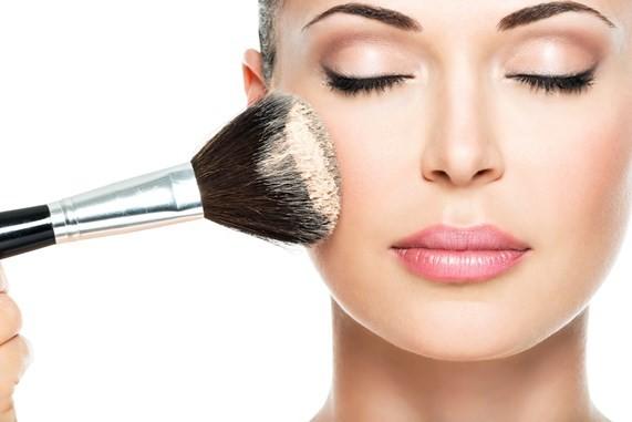 Benessere Femminile make_up1 Truccati per le feste: il make up perfetto per Natale e Capodanno